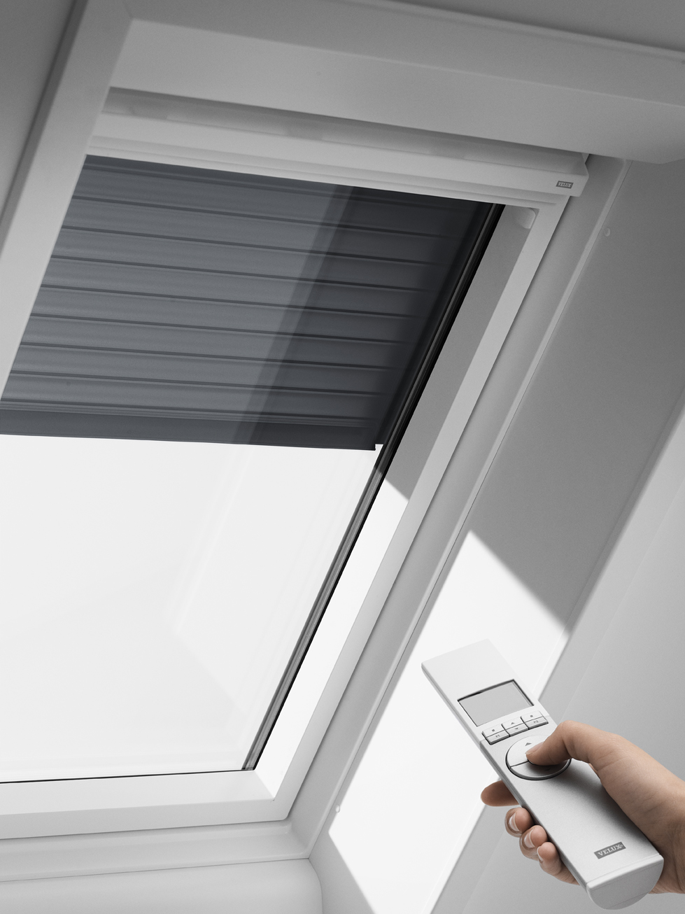 Velux solar rolluik voor dakraam u04 804 ssl www for Outlet velux