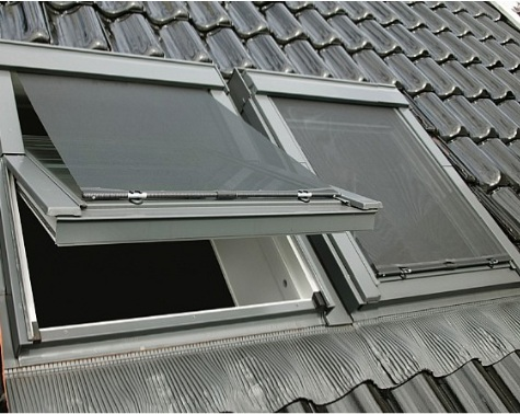 Contrio buitenzonwering mur1 screen voor velux dakramen for Outlet velux