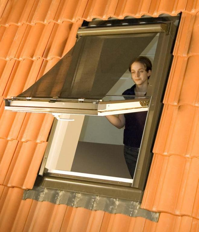 Contrio buitenzonwering mur2 screen voor velux dakraam for Outlet velux